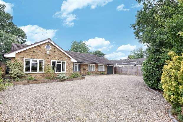 4 Bedrooms Detached Bungalow for sale in Arbor Lane, WINNERSH, Berkshire
