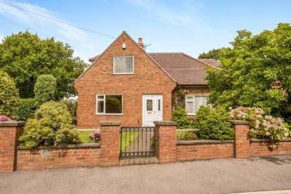 4 Bedrooms Bungalow for sale in Pear Tree Road, Clayton-Le-Woods, Chorley, Lancashire, PR6