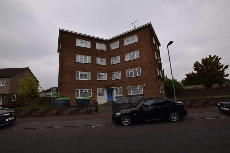 2 Bedrooms Flat for sale in Bradfield Drive, Barking, Essex, IG11