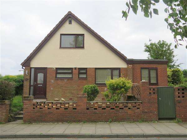 2 Bedrooms Semi Detached House for rent in Thirlmere Road, Blackrod, Bolton