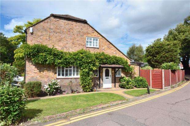3 Bedrooms Detached House for sale in Willow Avenue, Denham