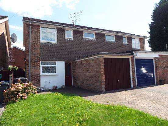 3 Bedrooms Semi Detached House for sale in Blackwater, Camberley
