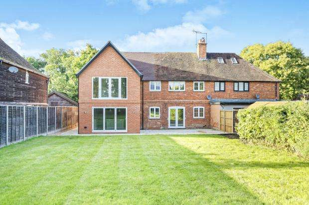 5 Bedrooms Semi Detached House for sale in Eversley, Hook, Hampshire