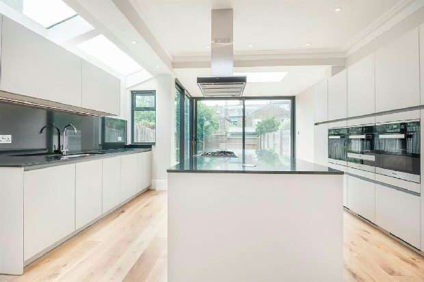 3 Bedrooms Unique Property for sale in Creighton Road, Queens Park, NW6