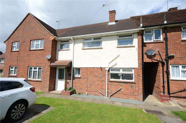 2 Bedrooms Terraced House for sale in North Side, The Cardinals, Tongham