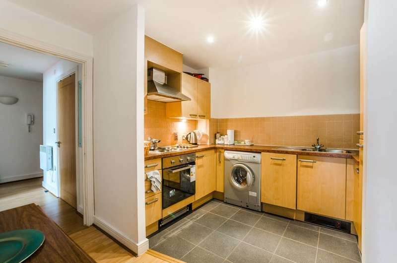 2 Bedrooms Flat for sale in Granite Apartments, Stratford, E15