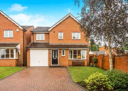 4 Bedrooms Detached House for sale in Lowe Drive, Kingswinford, West Midlands
