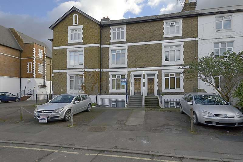 1 Bedroom Flat for sale in Hencroft Street South, Slough, Berkshire, SL1
