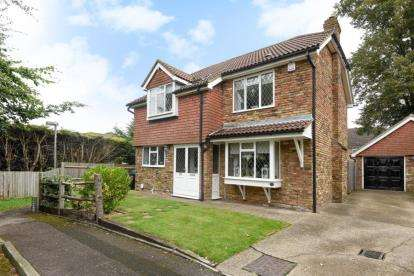 4 Bedrooms Detached House for sale in Osgood Avenue, Orpington