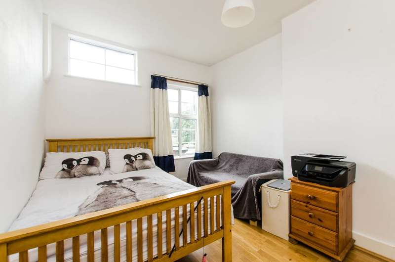 2 Bedrooms Maisonette Flat for sale in London Road, Mitcham, CR4