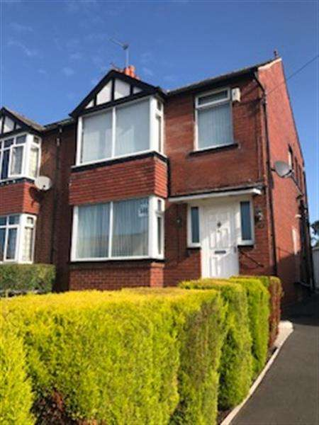 3 Bedrooms Semi Detached House for sale in Main street, Leeds