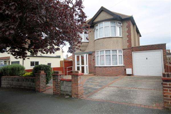 3 Bedrooms House for sale in Colchester Road, Holland on Sea