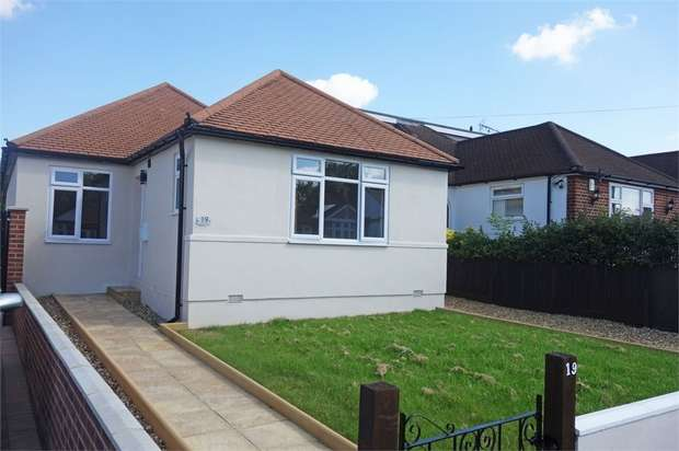 3 Bedrooms Detached Bungalow for sale in Woodford Crescent, Pinner, Greater London