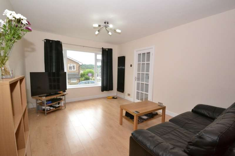 3 Bedrooms Semi Detached House for sale in the rowlands, Benfleet, Essex, SS7