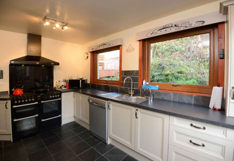3 Bedrooms Cottage House for sale in East Bay, Mallaig, PH41 4QG