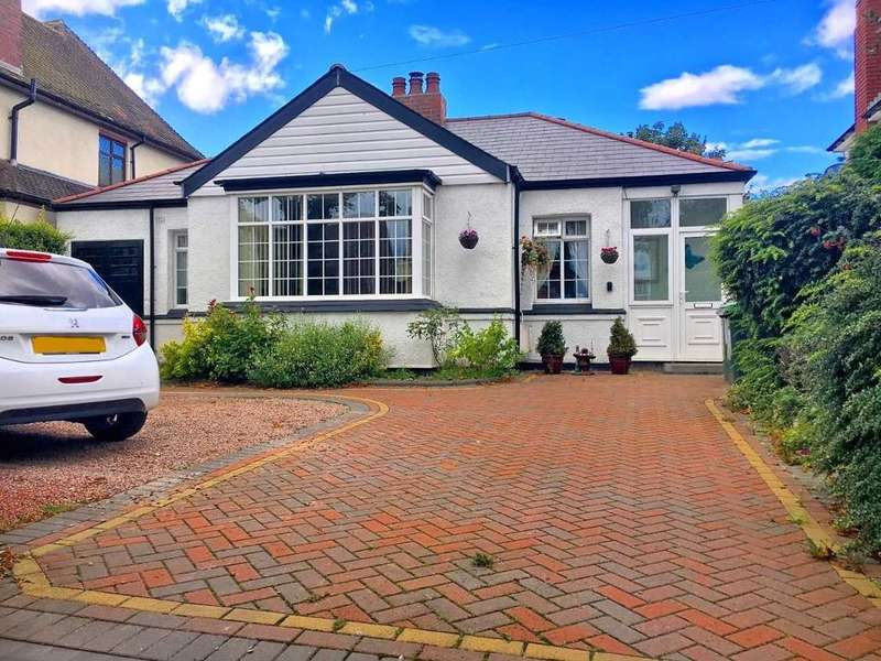 2 Bedrooms Bungalow for sale in HOLLYHEDGE ROAD, WEST BROMWICH, B71 3AA