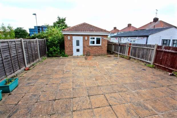 5 Bedrooms Semi Detached House for sale in Berkeley Road, LONDON, London, NW9