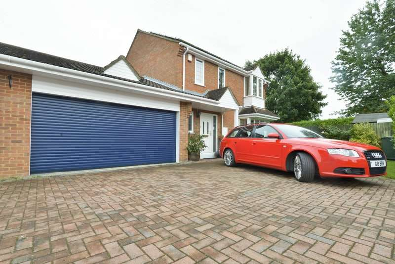 4 Bedrooms Link Detached House for sale in Waveney Close, Bicester, Oxfordshire, OX26