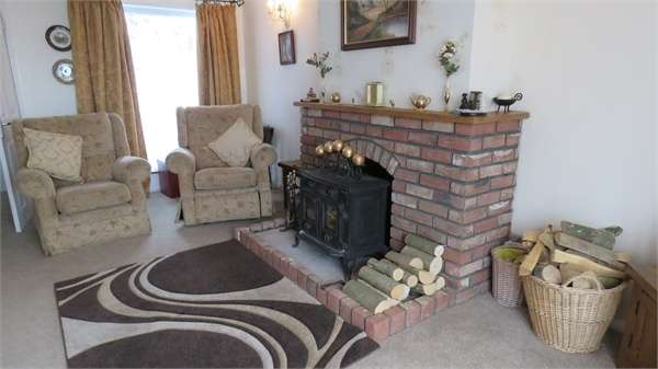 2 Bedrooms Detached Bungalow for sale in London Road, Teynham, SITTINGBOURNE, Kent