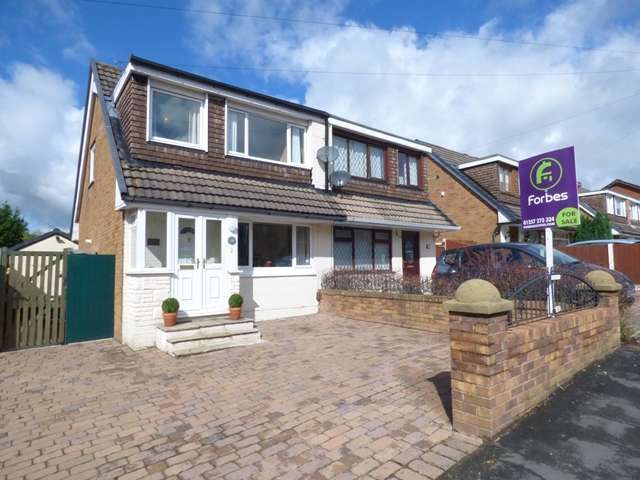 3 Bedrooms Semi Detached House for sale in Pendle Road, Clayton-le-Woods, PR25