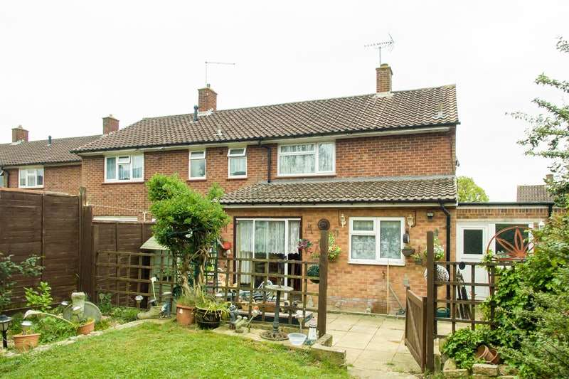 2 Bedrooms Semi Detached House for sale in Davenport Road, Bracknell, Berkshire, RG12