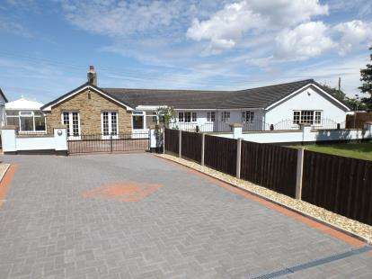 4 Bedrooms Bungalow for sale in Tanlan, Ffynnongroyw, Holywell, Flintshire, CH8