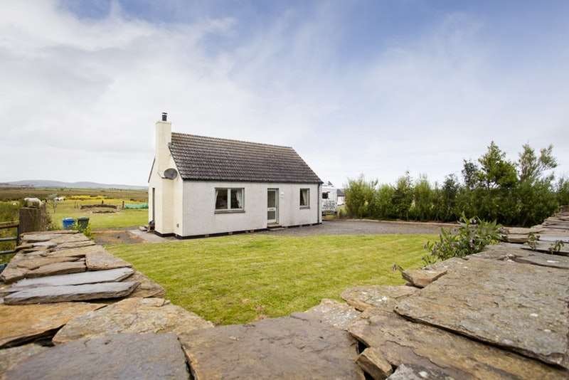 2 Bedrooms Bungalow for sale in Harpsdale, Halkirk, Caithness, KW12