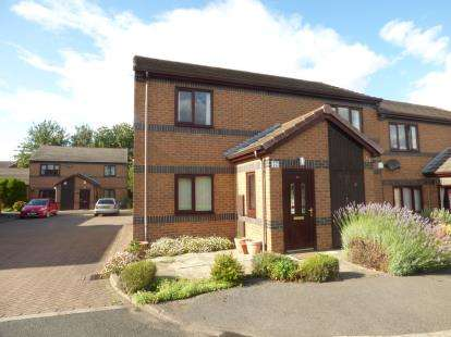 2 Bedrooms Maisonette Flat for sale in The Grove, Walton, Wakefield, West Yorkshire