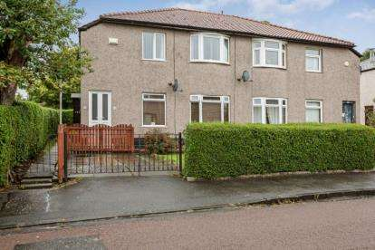 3 Bedrooms Flat for sale in Croftend Avenue, Glasgow, Lanarkshire