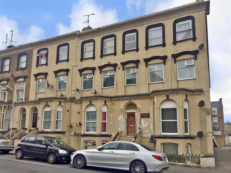 2 Bedrooms Flat for sale in Athelstan Road, Margate, Kent