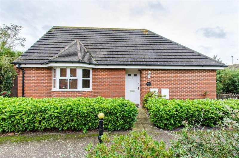 3 Bedrooms Bungalow for sale in Greenlees Close, Sittingbourne