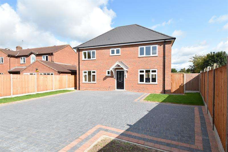 4 Bedrooms Detached House for sale in Walk Mill Drive, Wychbold, Droitwich