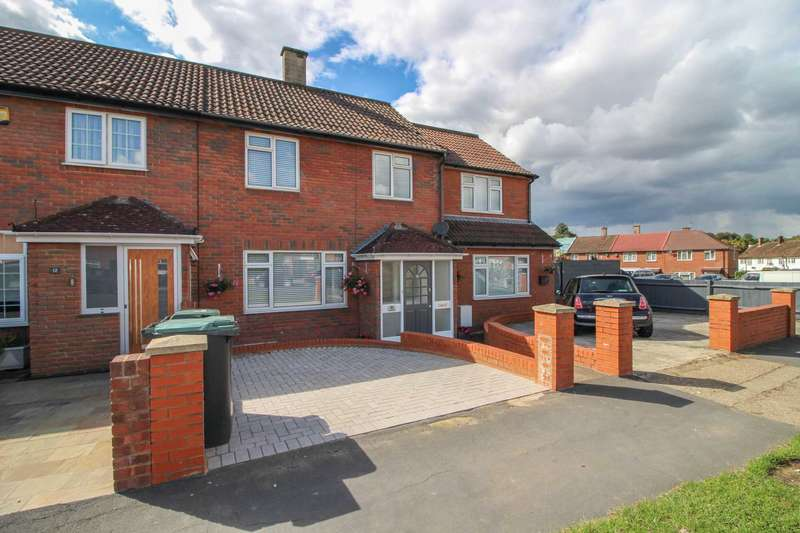 3 Bedrooms Terraced House for sale in Prestwick Road, South Oxhey