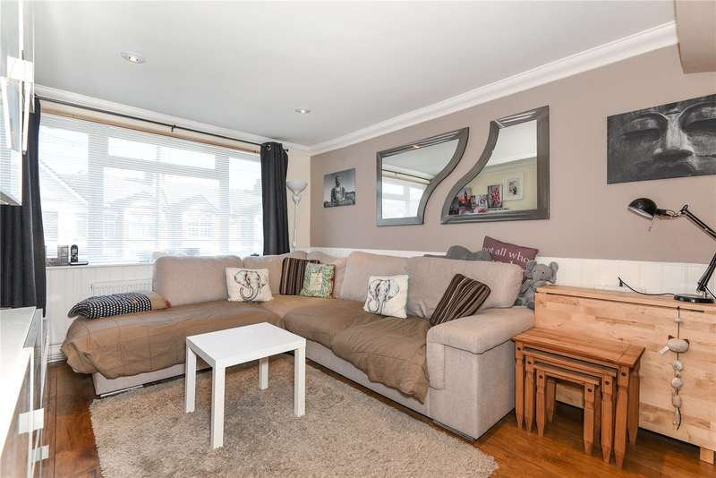 3 Bedrooms Maisonette Flat for sale in Cowley Mill Road, Uxbridge, Middlesex, UB8