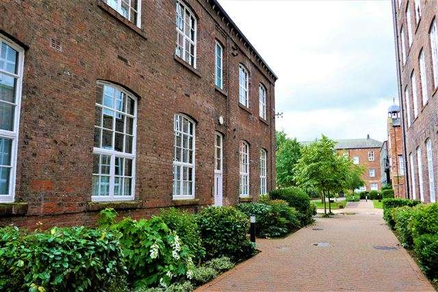 2 Bedrooms Flat for sale in Denton Mill Lane, Carlisle, Cumbria, CA2 5NQ
