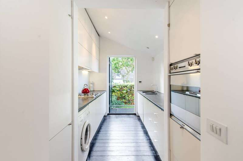 3 Bedrooms Flat for sale in Banbury Street, Battersea, SW11