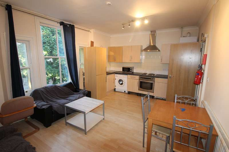 4 Bedrooms Flat for rent in The Walk, Roath, Cardiff