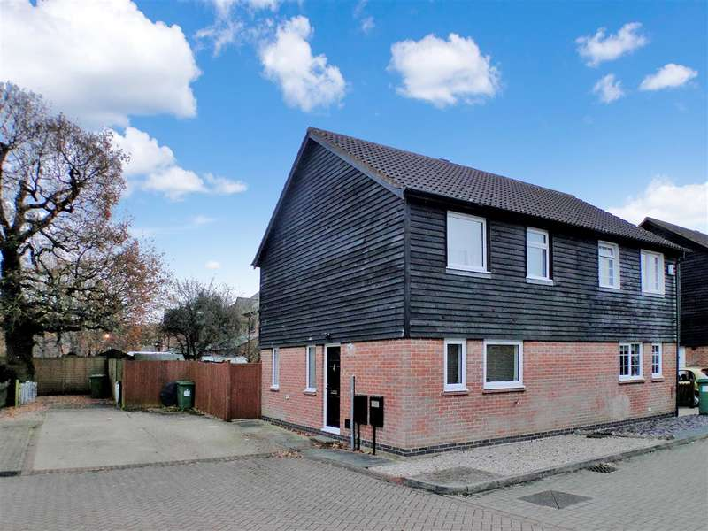 2 Bedrooms Semi Detached House for sale in Rixband Close, Milton Keynes