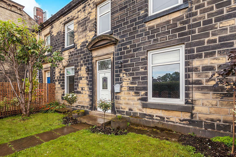 3 Bedrooms Terraced House for sale in Foundry Terrace, Cleckheaton, BD19