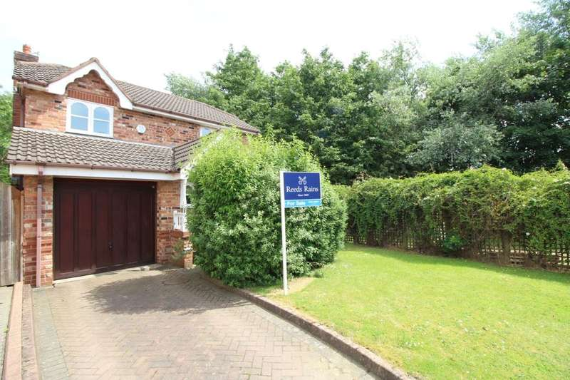 3 Bedrooms Detached House for sale in Hamble Way, Macclesfield, SK10