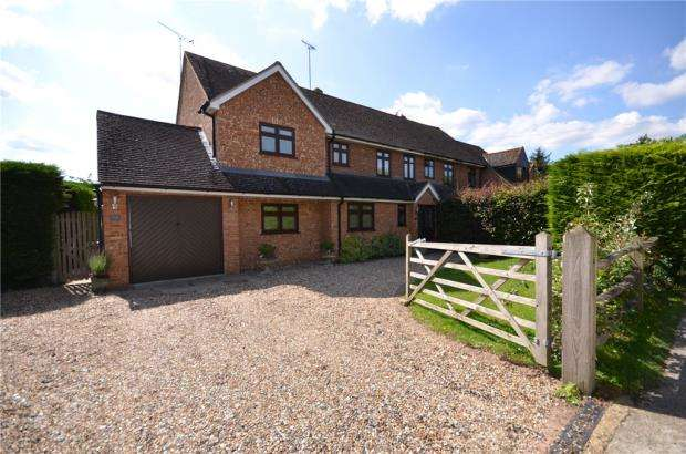 3 Bedrooms Semi Detached House for sale in Church View, White Waltham, Maidenhead