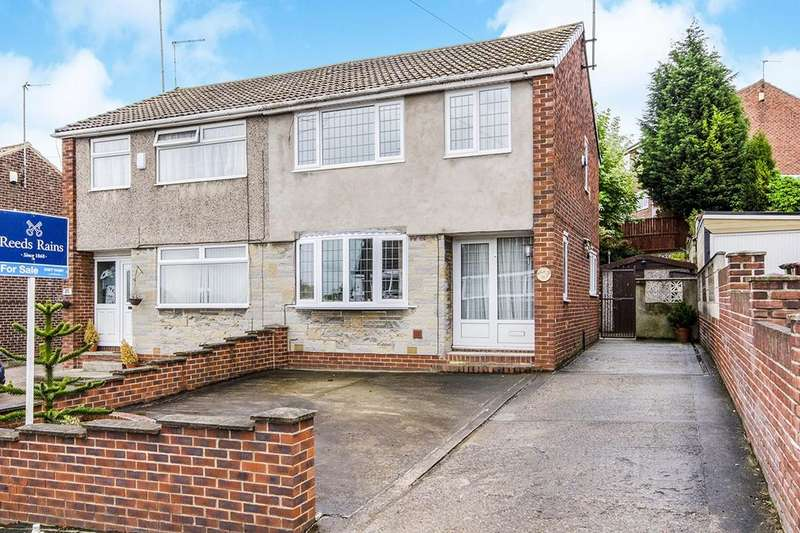3 Bedrooms Semi Detached House for sale in Arncliffe Drive, Knottingley, WF11