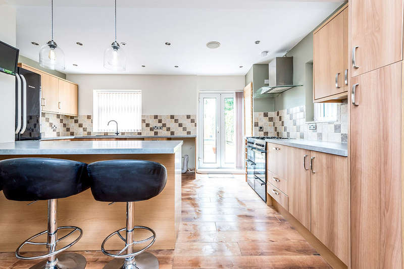 2 Bedrooms Detached House for sale in Towngate, Ossett, WF5