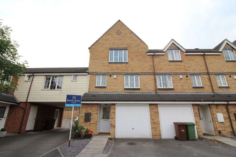 4 Bedrooms Property for sale in Woodhead Close, Ossett, WF5