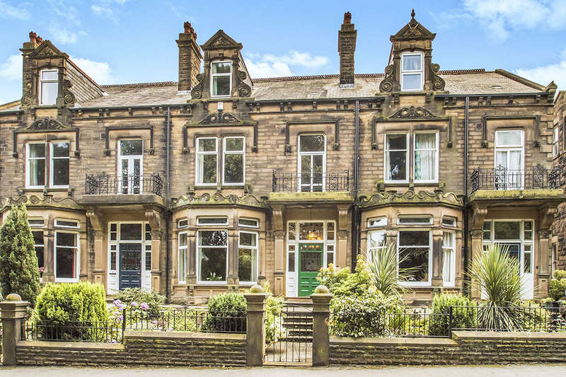5 Bedrooms Terraced House for sale in St. Andrews Avenue, Morley, Leeds, LS27
