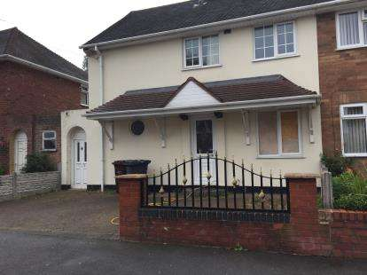 3 Bedrooms End Of Terrace House for sale in Bealeys Avenue, Wednesfield, Wolverhampton, West Midlands