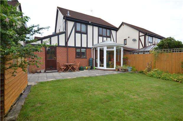 3 Bedrooms Detached House for sale in Plover Close, BS37 5XU