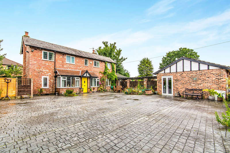 4 Bedrooms Detached House for sale in Sagars Road, Handforth, Wilmslow, SK9