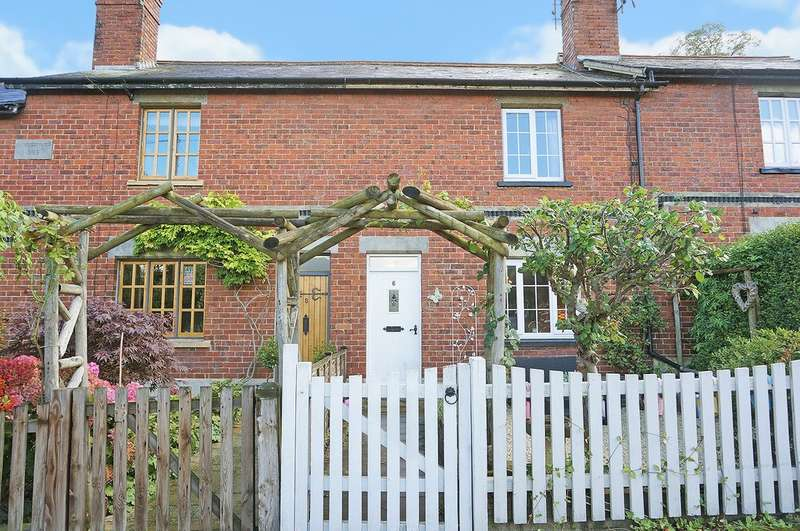 2 Bedrooms Terraced House for sale in Bridge Cottages, Aberford, Leeds, LS25 3AB