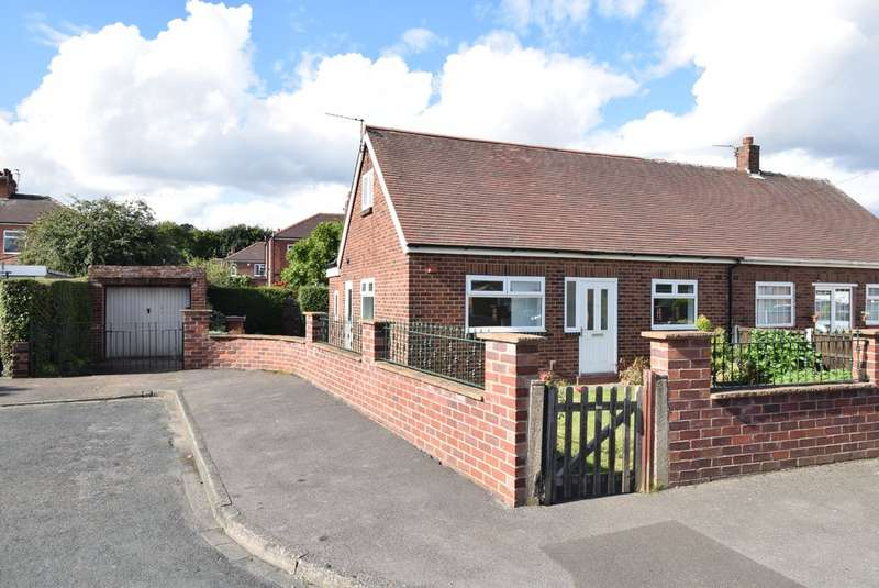 3 Bedrooms Semi Detached Bungalow for sale in Carnlea Grove, Wakefield